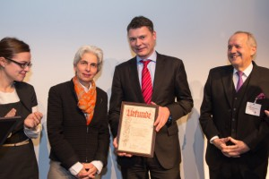 Präsident Dr. Jörg Geerlings (Mitte) mit dem Vorsitzenden Prof. Dr. von Knop (rechts) und der Bürgermeisterin Dr. Strack-Zimmermann (links)